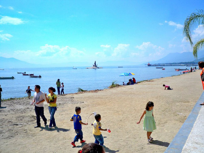Beaches in Lake Chapala, Mexico. Photo by Carol L. Bowman