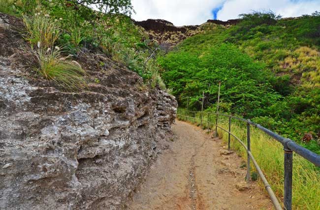 Hiking Diamond Head Travel. Flickr/Edmund Garman