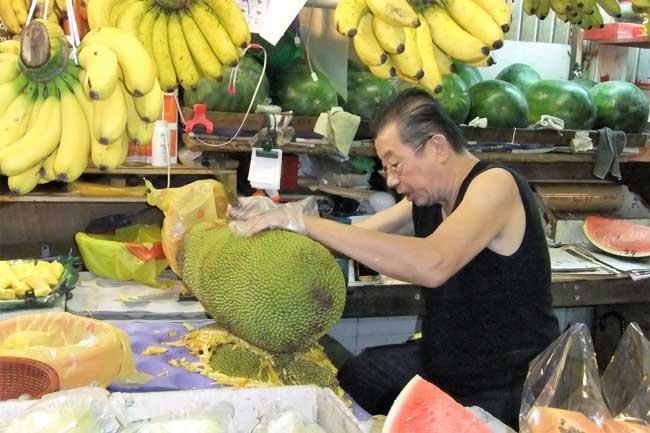 Cutting jackfruit at the Tekka Centre. Photo by Dan Morey