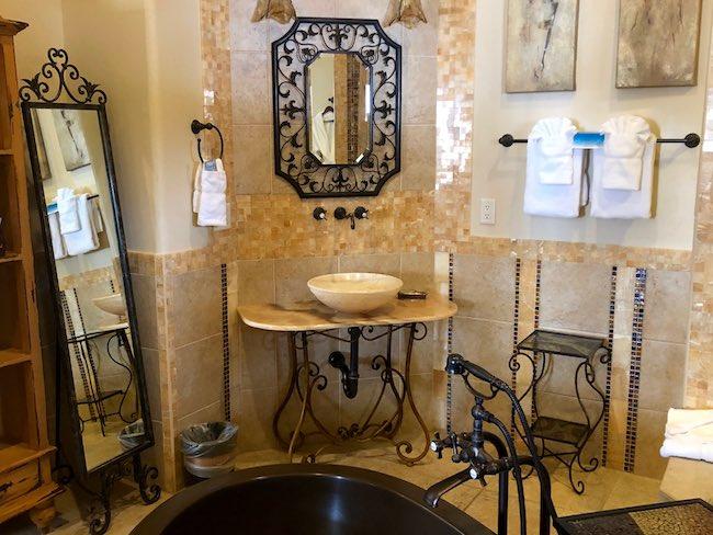 Romantic bathroom. Photo by Claudia Carbone