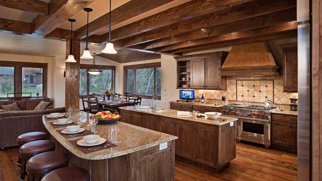 The spacious kitchen at Sun Ridge Lodge. Photo by Moving Mountains