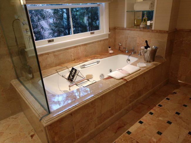 Beverly Hills Hotel bathtub