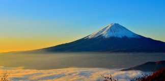 Hire a climbing guide on Mount Fuji
