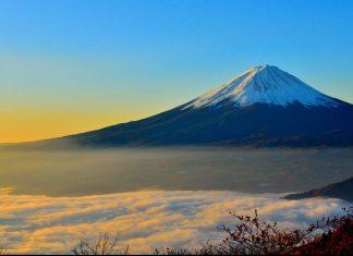 Hire a climbing guide on Mount Fuji