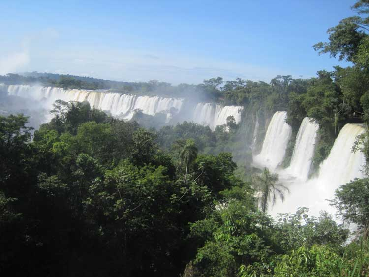 Las Cataratas de Iguzú (Iguazú Falls) Photo by Megan Webber
