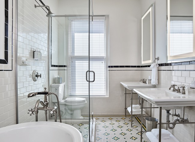 Bathroom of the premium classic room. Photo courtesy of Oxford Hotel