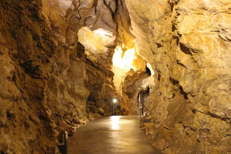 Szemlő-hegyi Cave under Budapest. Photo by Janna Graber