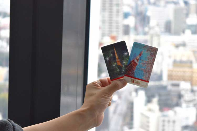 Commemorative cards certify that you've made the climb. Photo by The view from the top desk of Tokyo Tower. Photo by Masayoshi Sakamoto