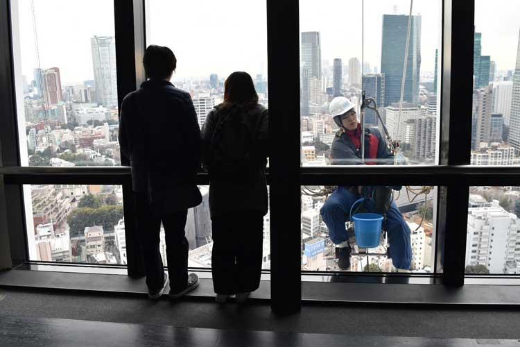 Viewing deck at the Tokyo Tower. Photo by Masayoshi Sakamoto