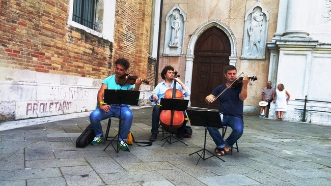 MUSICIANS PERFORM ON VENICE STREET CORNERS. PHOTO BY FYLLIS HOCKMAN