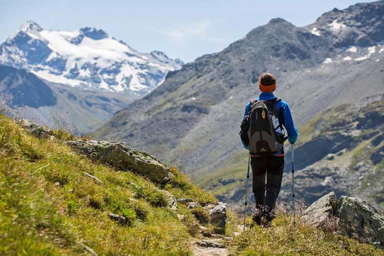 Gran Paradiso est une bonne ascension guidée en montagne pour les débutants.  Photo par Andrea Benato