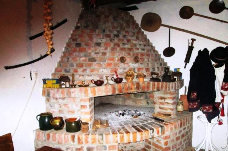 A Farmhouse with Extensive Hand-made Pottery in Slovonia, Croatia. Photo by Fyllis Hockman