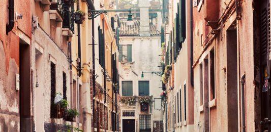 Learning Italian in Perugia: Eat, Conjugate, Order an Aperitivo