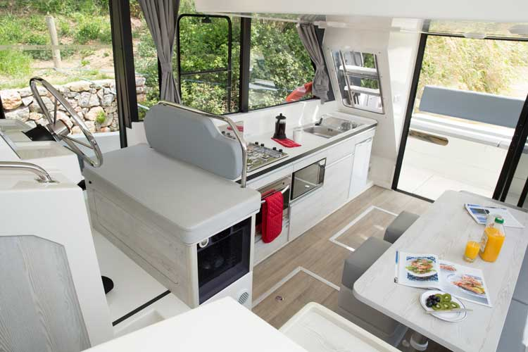 What does a houseboat look like?