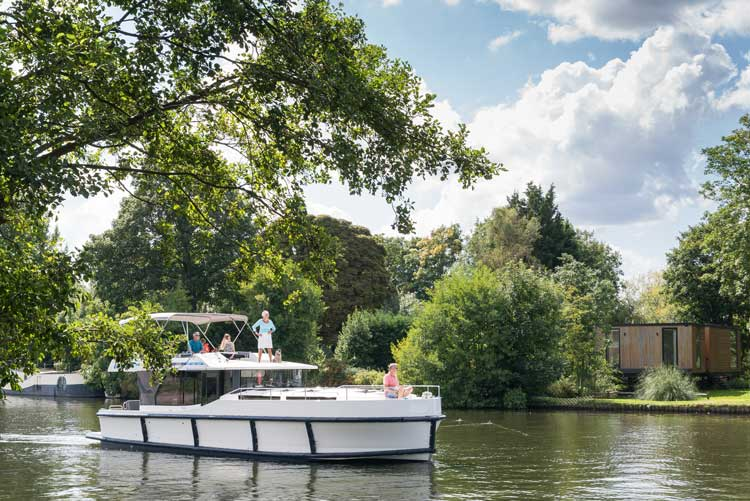 Houseboat cruise on the Rideau Canal