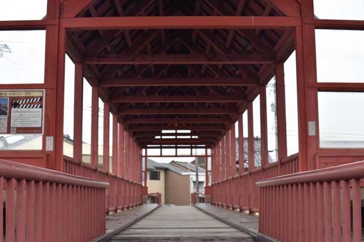 A famous bridge in Shinminato. Photo by