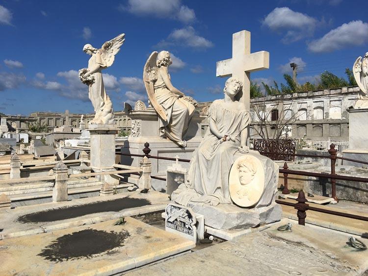 La-Reina-Cemetery