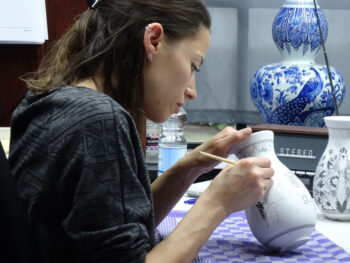 An artist at the Royal Delft Experience. Photo by Janna Graber