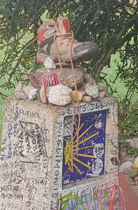 Scallop shell statue of the Camino