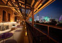 The-veranda-of-Motion-Blue-photo-by-Fumiya-Otsubo