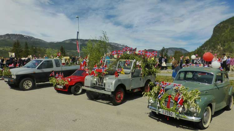 The car on the right is a retired old police car, now dressed up for the parade in Valle, Norway.