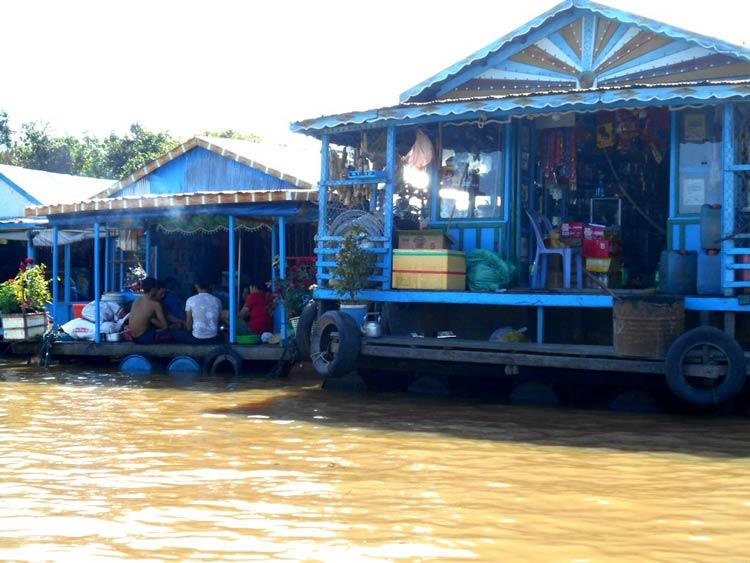 Chong Khneas floating village