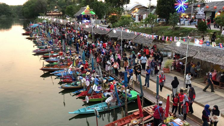 Khlong Hae Floating Market near Hat Yai