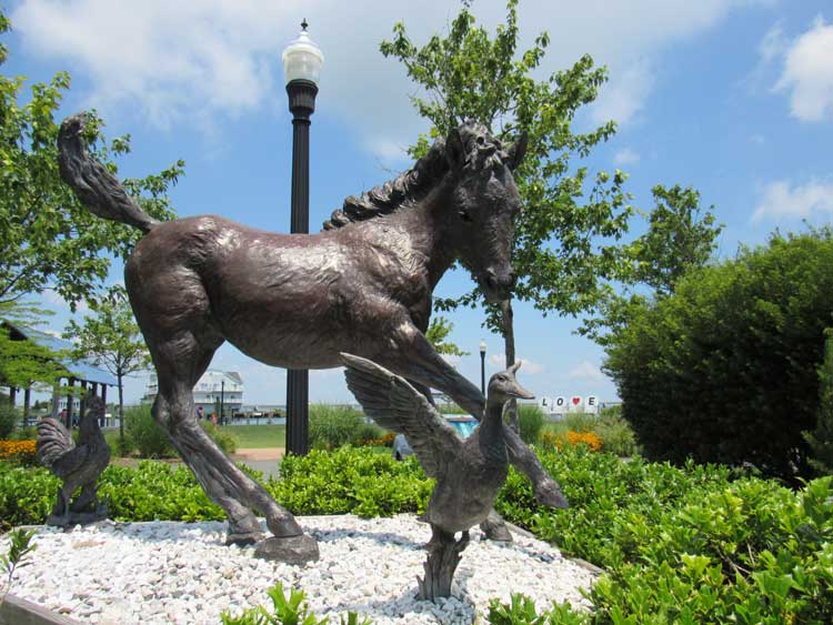 A statue of Misty of Chincoteague