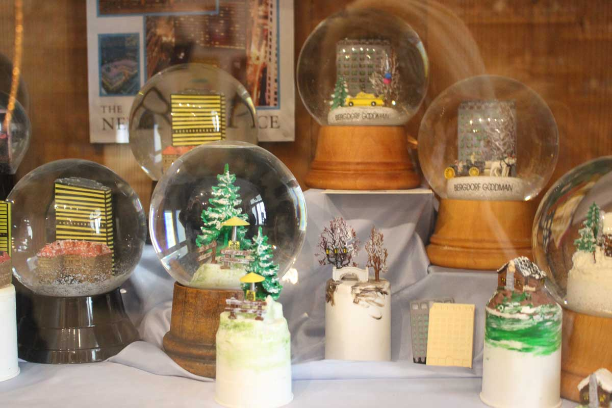 Snow Globes The Fascinating Story Behind The Snow Globe