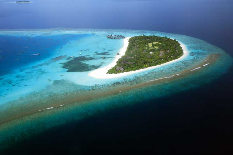 Coco Palm Dhuni Kohlu is a luxury resort in the Maldives