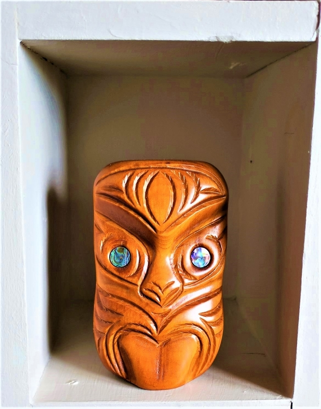 A wooden carving replicates the fierce facial expression of a Maori hake dancer. Photo by Victor Block