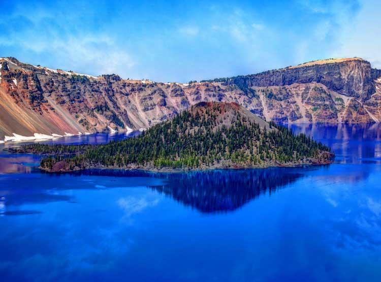 Hiking in Crater Lake, Oregon