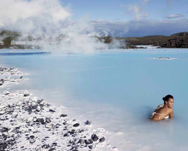 Link to article with travel tips for visiting Blue Lagoon in Iceland