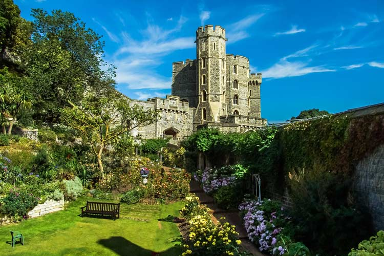 Lush gardens surround the Windsor Palace outer gates.