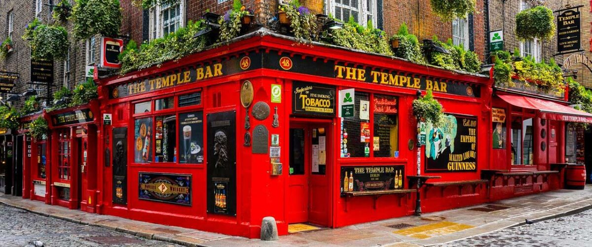 One of the top things to do in Ireland is to visit the pubs in Dublin.