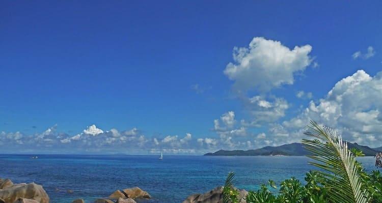 seychelles-la-digue-sailing-min