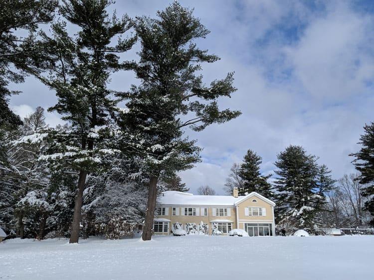 Devonfield Inn in the winter.