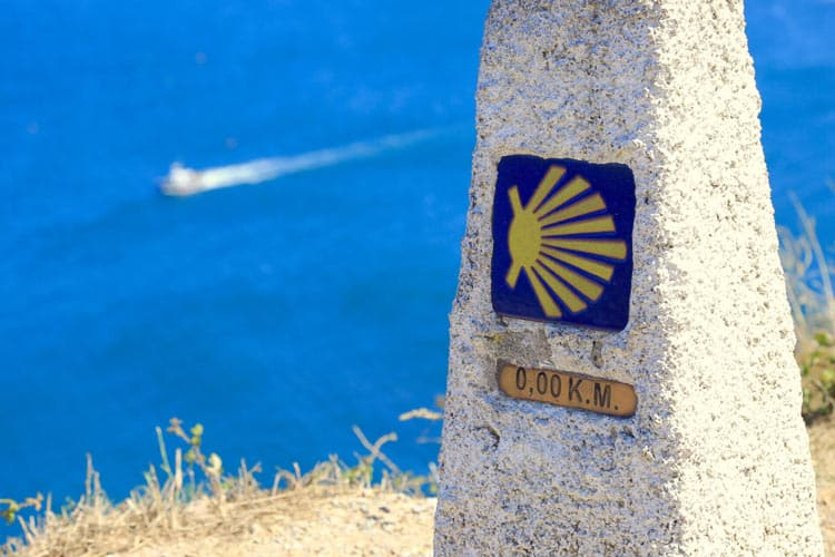 The symbolic shell which marks the Camino route