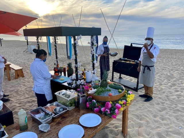 Hook and Cook beach breakfast
