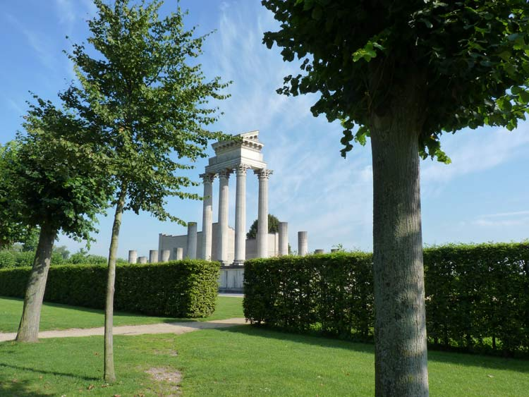 Walking up to the Archaeological Park in Xanten