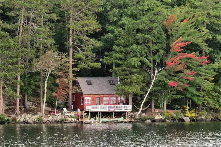 Lakeside cabin in New Hampshire