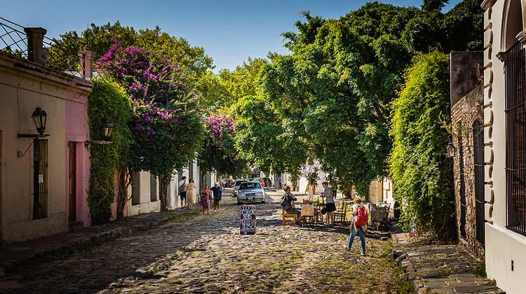 Cobblestone streets and cafes in Colonia Del Sacramento