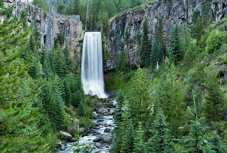 Picnic by the Tumalo Falls waterfall, just 30 minutes from Bend. flickr CC Image by Bonnie Moreland