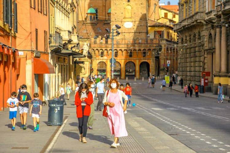 Members of an OAT tour group in Italy wearing masks. Photo courtesy of Grand Circle Corporation