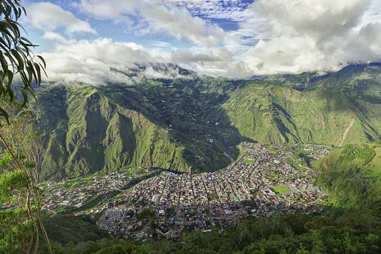City surrounded by mountains in Ecuador