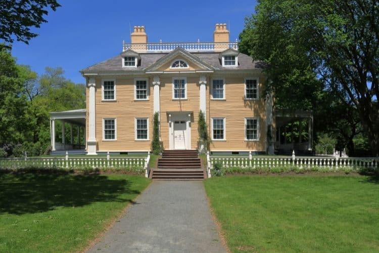 Historic Longfellow House was home to poet Henry Wadsworth Longfellow and is a top site to see in Cambridge, MA