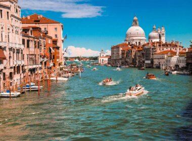 Travel by boast around the coastal cities of Italy