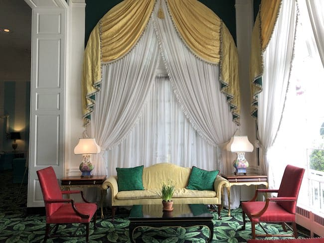 Sitting area with bright colors. Photo by Claudia Carbone
