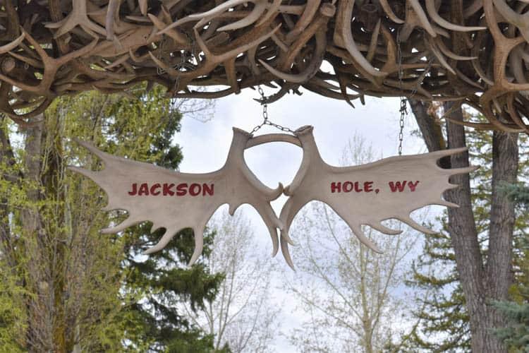 Yellowstone Roadtrip Jackson Hole downtown square