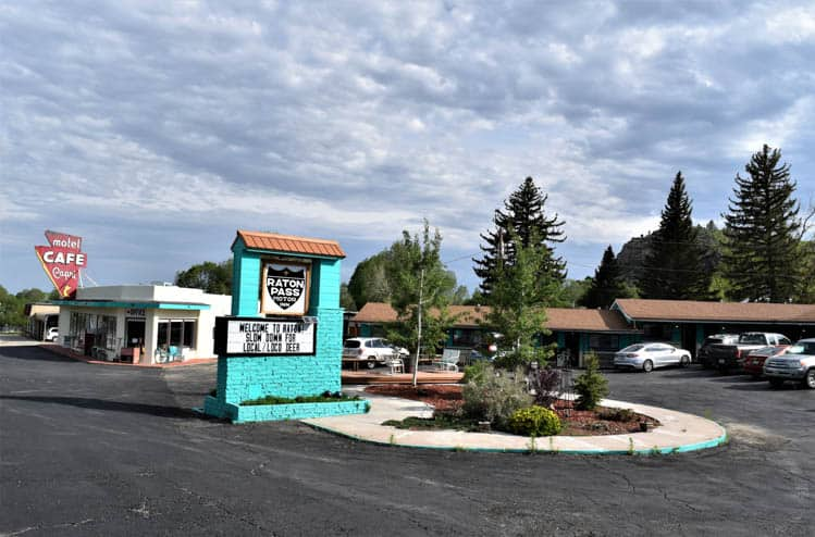 Yellowstone Roadtrip Raton Pass Motor Inn